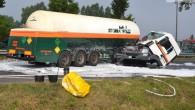 Zderzenie ciężarówek na wysokości Orlenów na dwupasmowym odcinku krajowej trójki w Lubinie. Nikomu nic się nie stało jedna nitka jest całkowicie zablokowana.
