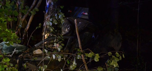 Tragiczny wypadek koło Koźlic, zginęło trzech młodych ludzi. Biegły wstępnie wskazuje, że przyczyną mogła być nadmierna prędkość.