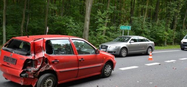 Osobówka skręcała do Gorzelina, kiedy najechało na nią ciężarowe volvo. Stłuczka uszkodziła volkswagena.