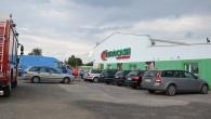 Przeszukanie w hurtowni Eurocash przy ulicy Przemysłowej w Lubinie nie ujawniło bomby. Anonimowa informacja o ładunku wpłynęła najprawdopodobniej nie tylko do lubińskiej siedziby tej firmy. Alarm bombowy był fałszywy