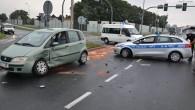 Kierowca fiata zagapił się, a nie działała sygnalizacja świetlna. Dwie osoby trafiły do szpitala.