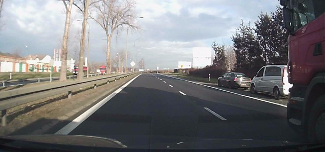 Od pewnego czasu kierowcy podróżujący krajową trójką sygnalizują nam, że w rejonie Lubina pojawił się nowy […]