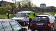 Niemałe zdziwienie przeżyli jadący w piątek popołudniu przez most w Ścinawie – sprawdzano trzeźwość kierujących.