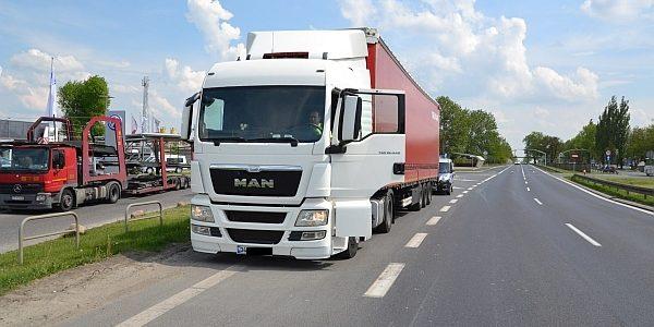 Kierowcy byli czujni, a sprawdzenie przez policję nie pozostawiło wątpliwości. Pijany kierowca ciężarówki został wyeliminowany z […]