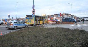 Autobus śmiertelnie potrącił kobietę na pasach