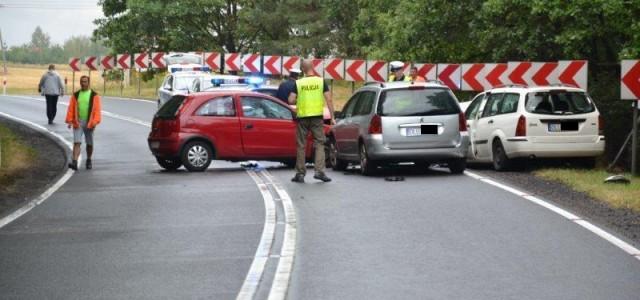 Popadał deszcz, asfalt zrobił się śliski i mamy kolejny wypadek na zakręcie w Osieku. Kolejny raz […]