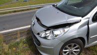 Kierowca citroena zatrzymał się niespodziewanie. W jego tył uderzył peugeot.