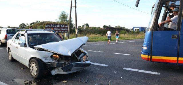 Nieuwaga dwukrotnie dała się we znaki kierowcom w Miłosnej. W kolejnym zderzeniu zniszczony został mercedes i […]