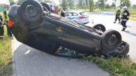 Nieuwaga na skrzyżowaniu spowodowała dachowanie. Poszkodowany kierowca, który jechał prawidłowo …uciekł z miejsca wypadku.