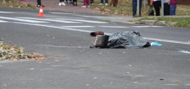 Potrącenie pieszego koło pasów na pętli autobusowej KGHM. Wypadek okazał się śmiertelny.