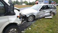 Dwa rozbite samochody, jeden w rowie i trzy osoby w szpitalu. Tak zakończył się poślizg, w […]