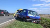 Zagapił się i wjechał do rowu. Problemów związanych z kolizją będzie znacznie więcej niż zniszczone auto.