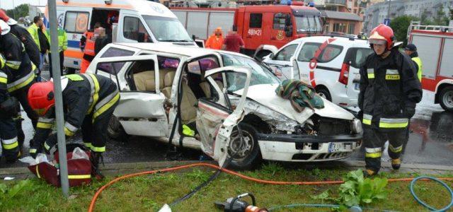 Dwie osoby zostały poszkodowane w wypadku na skrzyżowaniu alei Kaczyńskiego z ulicą Bolesławiecką. Stan pasażerki z […]