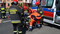 Z potłuczeniami i niewykluczone urazami ręki trafił do szpitala motocyklista, któremu drogę zajechał lexus. Do wypadku […]