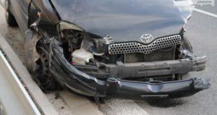 Auto uderzyło w barierki – FOTO