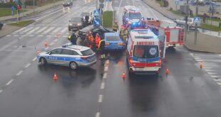 Zderzenie dwóch pojazdów na skrzyżowaniu Hutniczej i Jana Pawła II