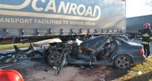 Wypadek audi z ciężarówką w Miłosnej
