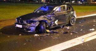 Zderzenie dwóch BMW pod galerią